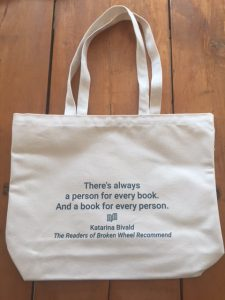 Tote bag with literary quote from Katarina Bivald